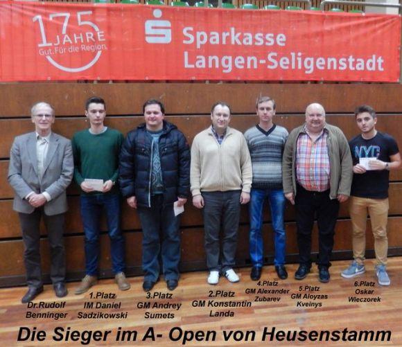 Der Heusenstammer Werner Herdt (vierter von rechts) als Seniorenpreisträger mit dem Vorsitzenden des SC Heusenstamm, Dr. Rudolf Benninger (ganz links)